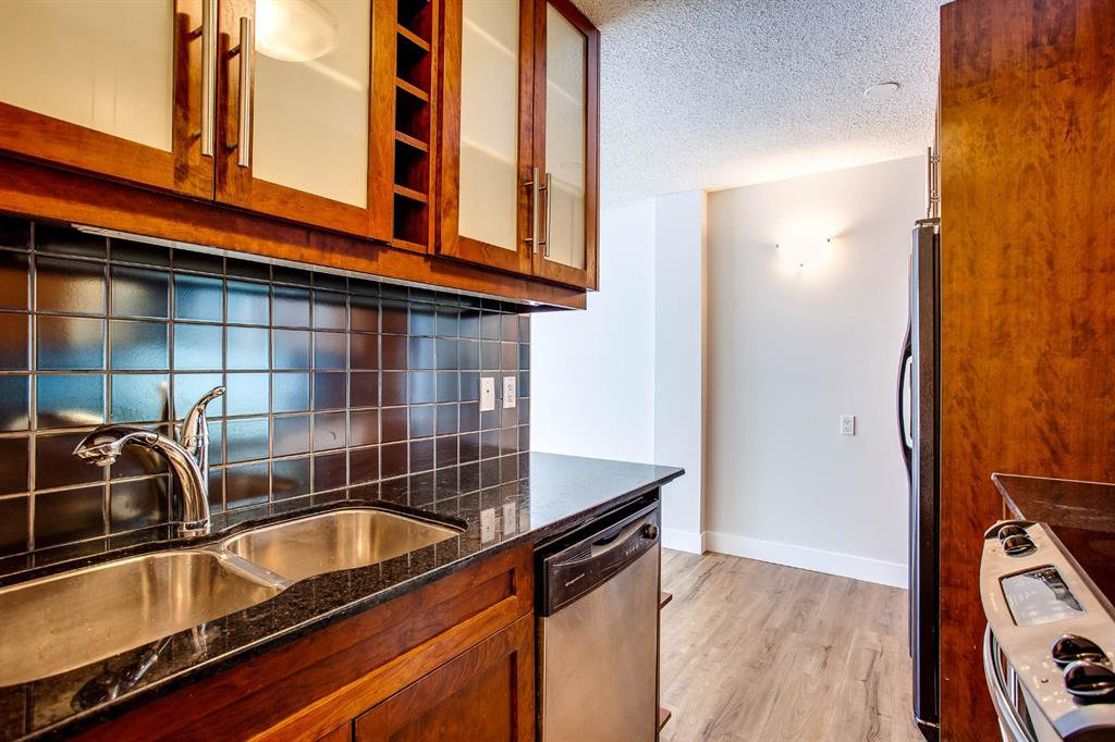 Photo 4: Photos: 202 2220 16a Street SW in Calgary: Bankview Apartment for sale : MLS®# A1043749
