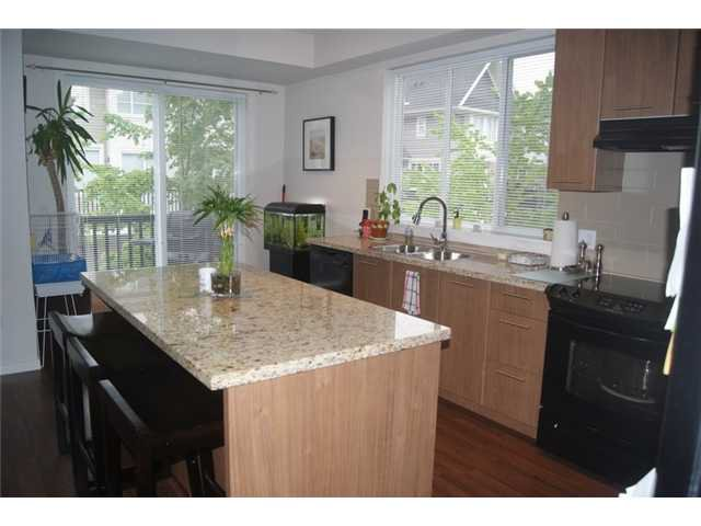 """Photo 4: Photos: 27 2418 AVON Place in Port Coquitlam: Riverwood Townhouse for sale in """"LINKS"""" : MLS®# V955179"""