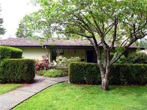 Main Photo: 948 Walema Avenue in VICTORIA: SE Cordova Bay Residential for sale (Saanich East)  : MLS®# 318097