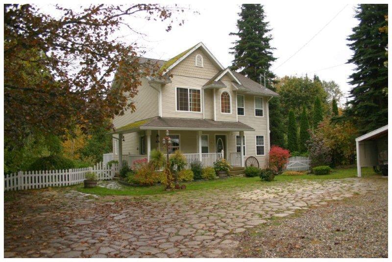 Main Photo: 410 Northeast 97B Highway in Salmon Arm: NE Salmon Arm House for sale (Shuswap/Revelstoke)  : MLS®# 10072678