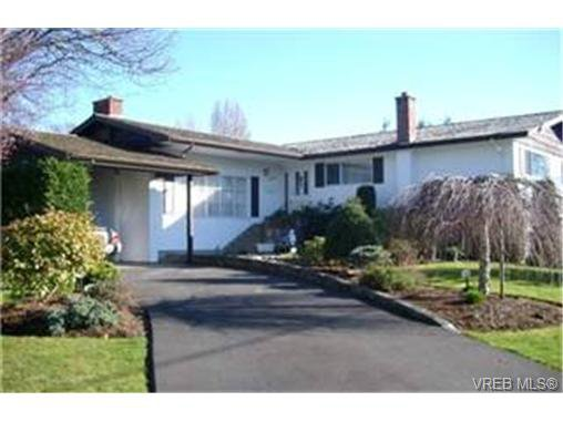 Main Photo: 3937 Emerald Close in VICTORIA: SE Mt Tolmie House for sale (Saanich East)  : MLS®# 331449