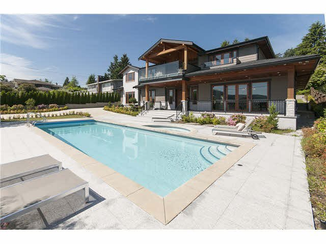 Main Photo: 949 Roslyn Boulevard in North Vancouver: Dollarton House for sale : MLS®# V1139192