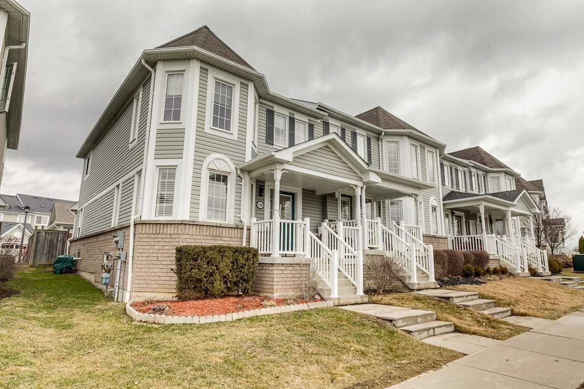 Main Photo: 130 E Carnwith Drive in Whitby: Brooklin Condo for sale : MLS®# E4729358
