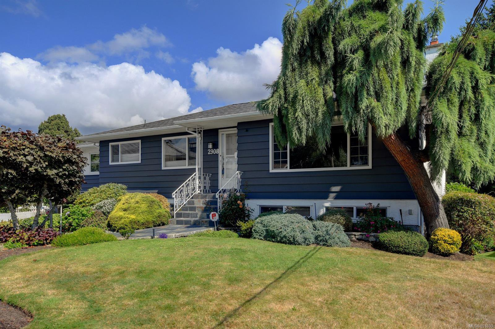 Main Photo: 2908 Stubbs Pl in : SW Gorge House for sale (Saanich West)  : MLS®# 851600
