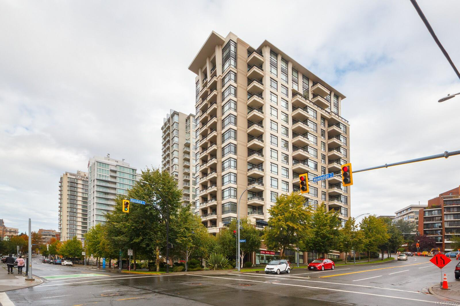 Main Photo: 406 788 Humboldt St in : Vi Downtown Condo for sale (Victoria)  : MLS®# 862335
