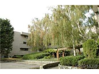 Main Photo: 208 1366 Hillside Avenue in VICTORIA: Vi Oaklands Condo Apartment for sale (Victoria)  : MLS®# 236908