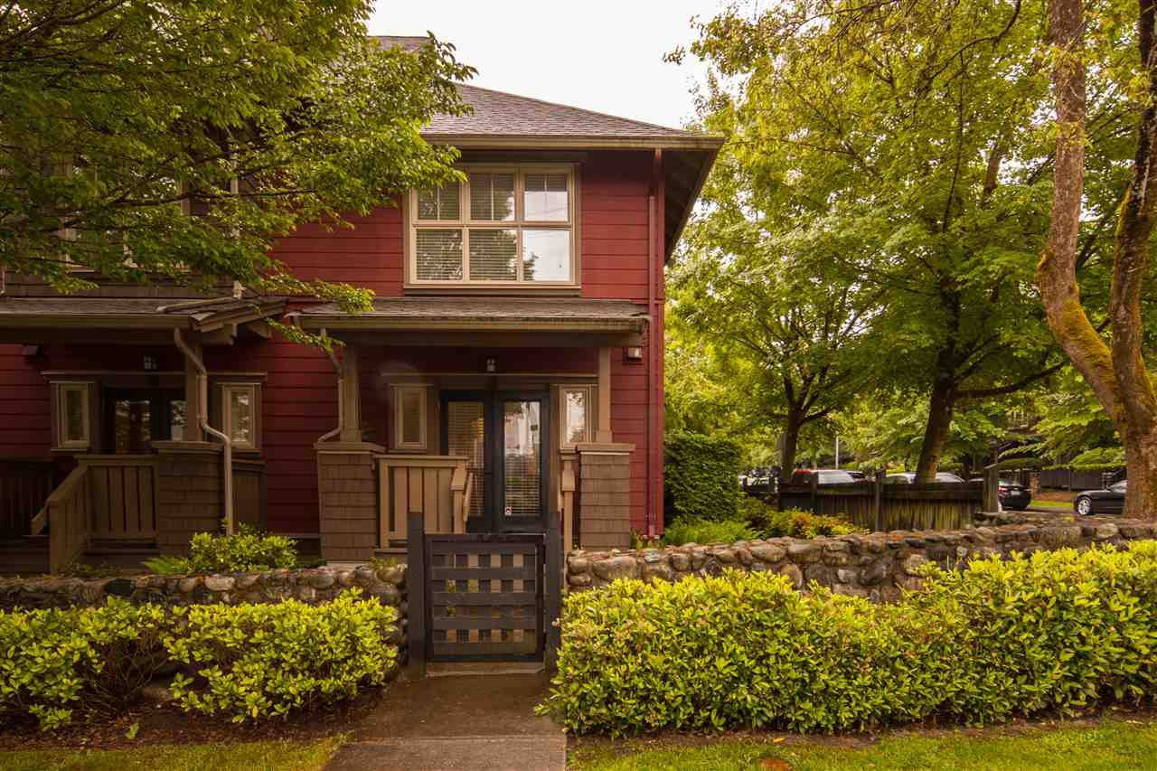 """Photo 1: Photos: 116 675 PARK Crescent in New Westminster: GlenBrooke North Townhouse for sale in """"THE WINCHESTER"""" : MLS®# R2396320"""