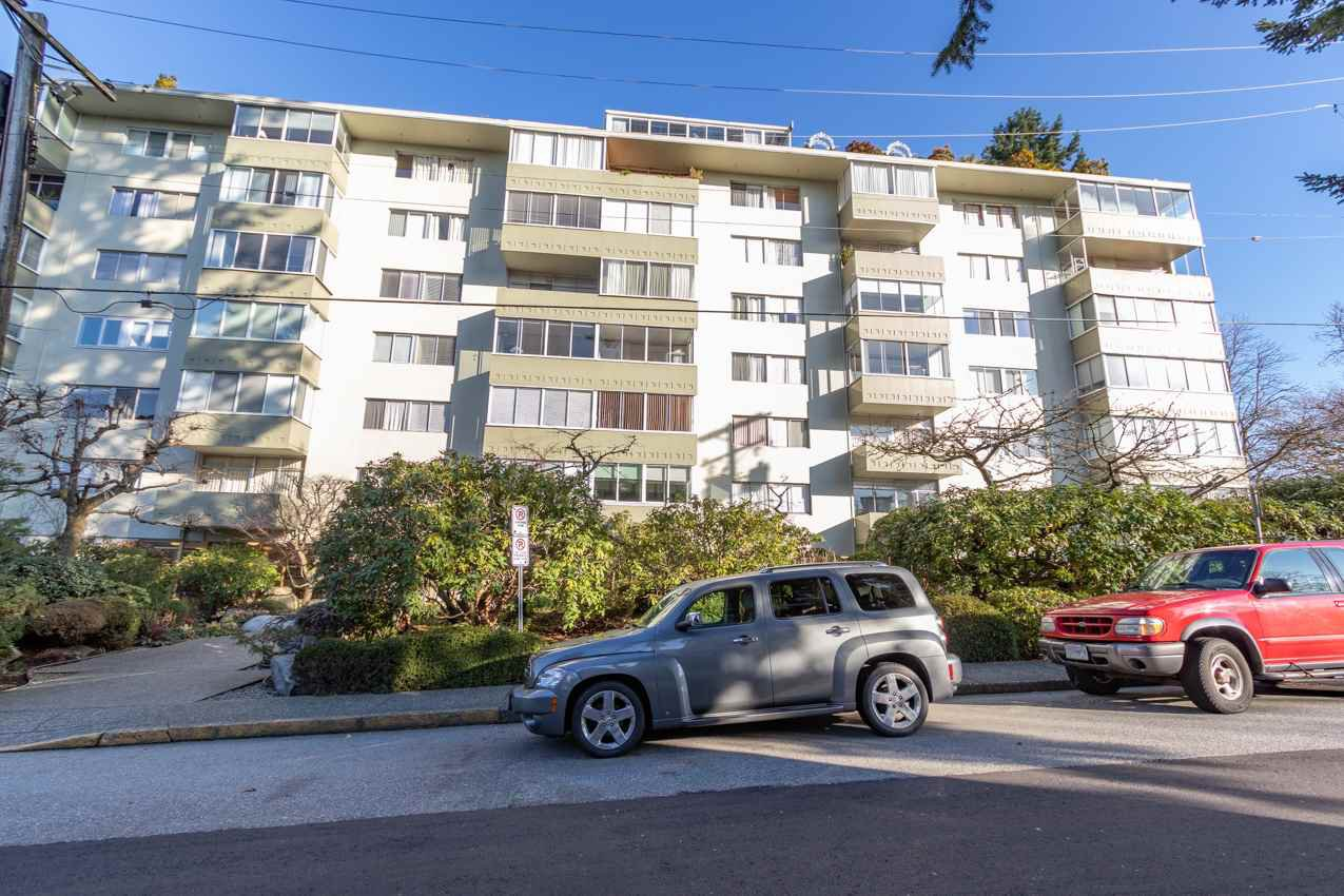 "Main Photo: 301 1425 ESQUIMALT Avenue in West Vancouver: Ambleside Condo for sale in ""OCEANBROOK"" : MLS®# R2435961"