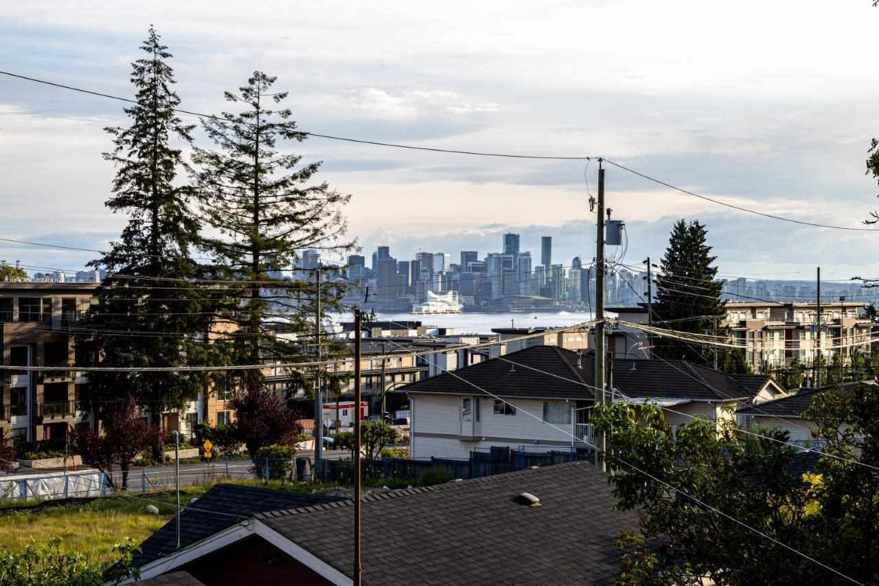 Photo 7: Photos: 543 E 4TH Street in North Vancouver: Lower Lonsdale House 1/2 Duplex for sale : MLS®# R2453996