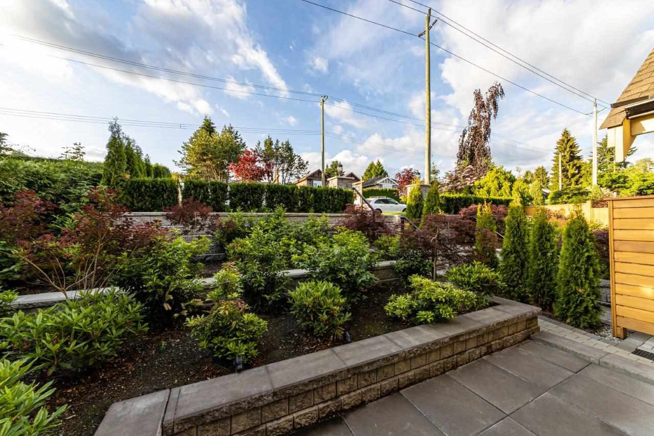 Photo 5: Photos: 543 E 4TH Street in North Vancouver: Lower Lonsdale House 1/2 Duplex for sale : MLS®# R2453996