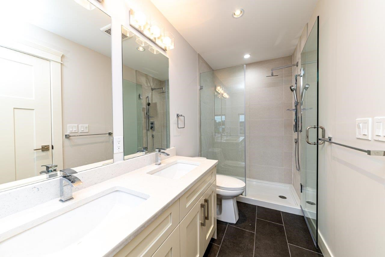 Photo 31: Photos: 543 E 4TH Street in North Vancouver: Lower Lonsdale House 1/2 Duplex for sale : MLS®# R2453996