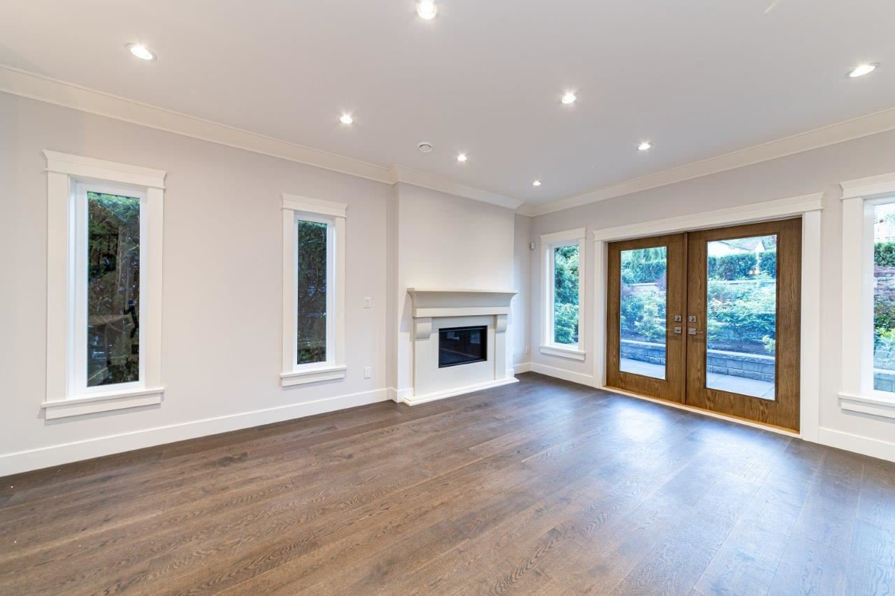 Photo 24: Photos: 543 E 4TH Street in North Vancouver: Lower Lonsdale House 1/2 Duplex for sale : MLS®# R2453996