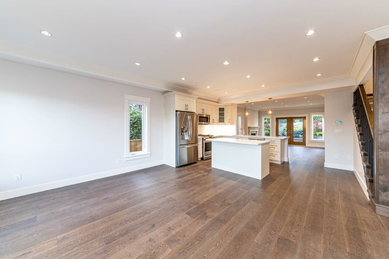 Photo 12: Photos: 543 E 4TH Street in North Vancouver: Lower Lonsdale House 1/2 Duplex for sale : MLS®# R2453996