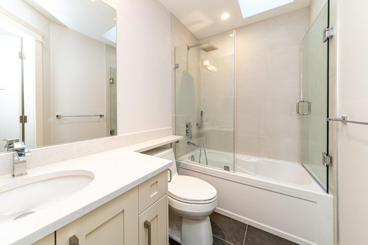 Photo 29: Photos: 543 E 4TH Street in North Vancouver: Lower Lonsdale House 1/2 Duplex for sale : MLS®# R2453996