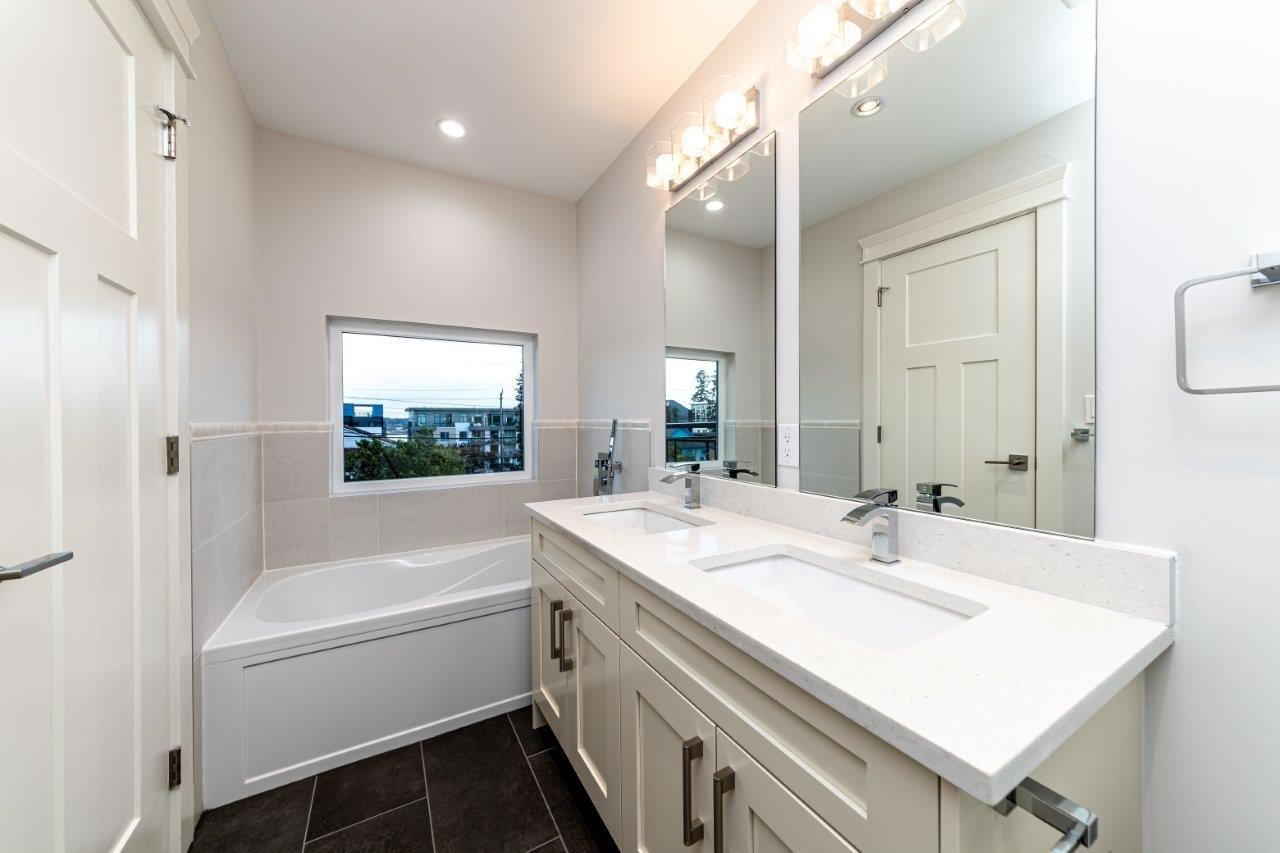 Photo 30: Photos: 543 E 4TH Street in North Vancouver: Lower Lonsdale House 1/2 Duplex for sale : MLS®# R2453996