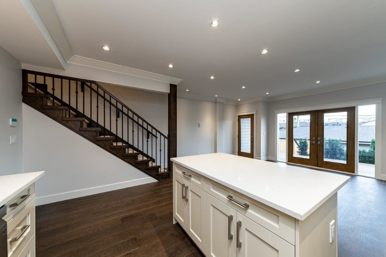 Photo 18: Photos: 543 E 4TH Street in North Vancouver: Lower Lonsdale House 1/2 Duplex for sale : MLS®# R2453996