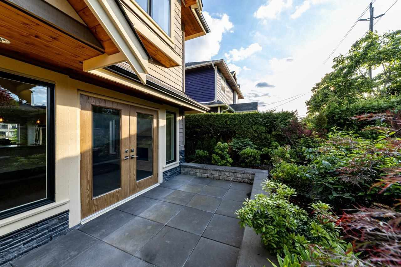Photo 6: Photos: 543 E 4TH Street in North Vancouver: Lower Lonsdale House 1/2 Duplex for sale : MLS®# R2453996
