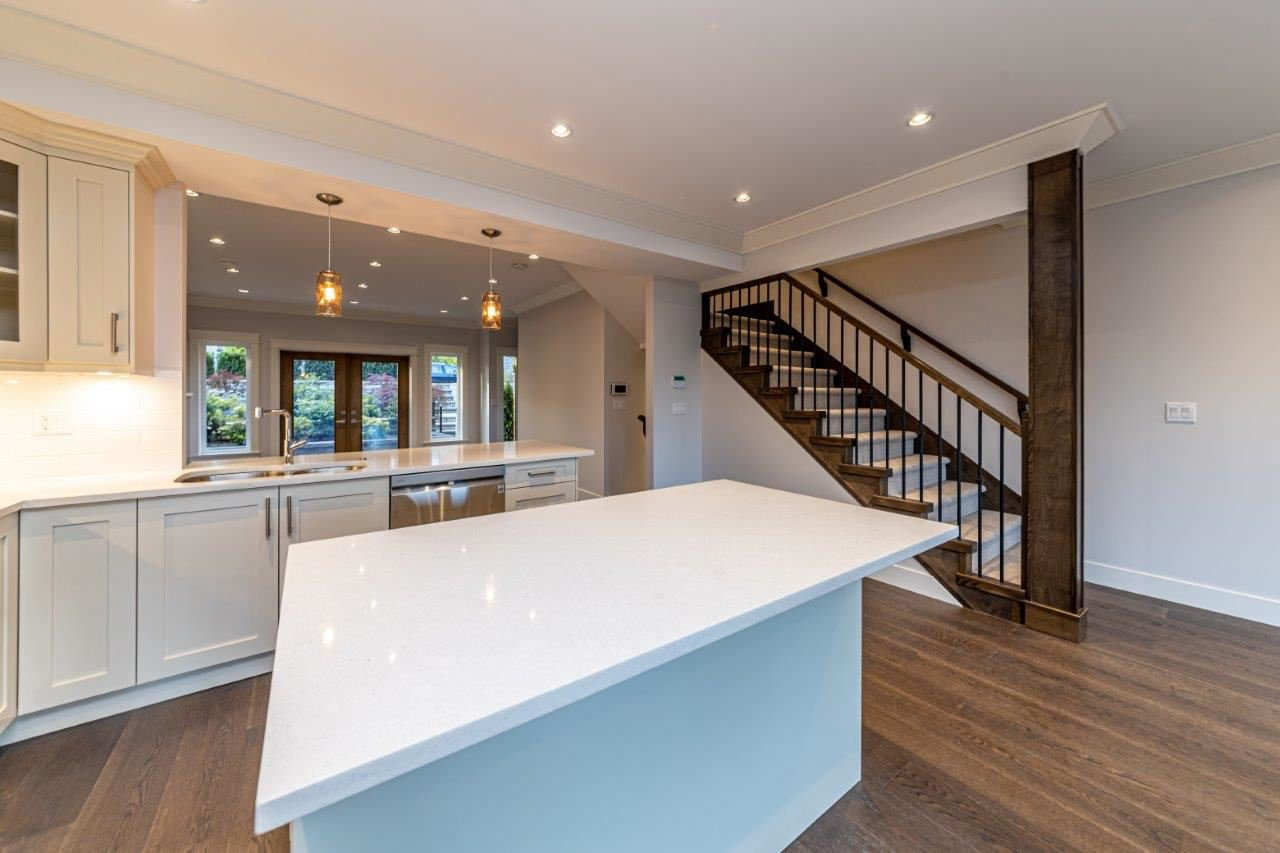 Photo 13: Photos: 543 E 4TH Street in North Vancouver: Lower Lonsdale House 1/2 Duplex for sale : MLS®# R2453996