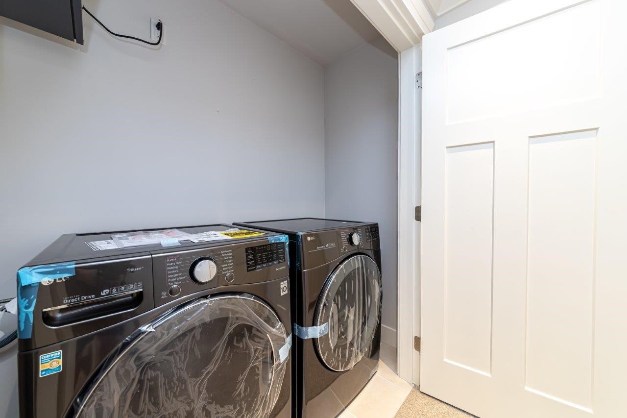 Photo 32: Photos: 543 E 4TH Street in North Vancouver: Lower Lonsdale House 1/2 Duplex for sale : MLS®# R2453996