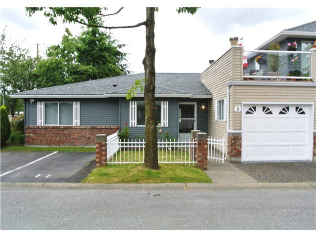 "Main Photo: 9 6280 48A Avenue in Ladner: Holly Townhouse for sale in ""GARDEN ESTATES"" : MLS®# V999073"