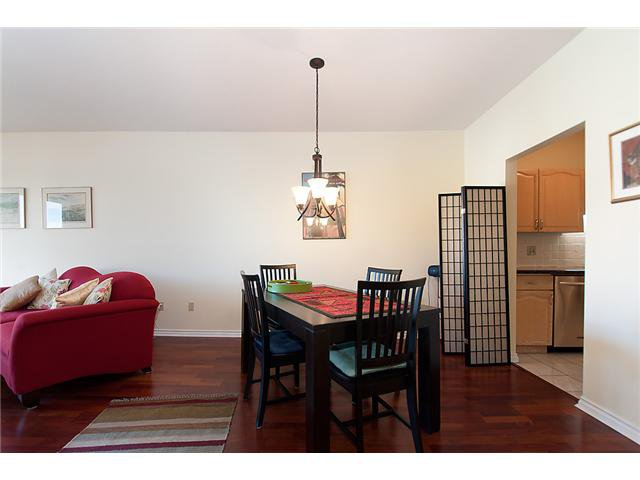 """Photo 7: Photos: # 204 2 RENAISSANCE SQ in New Westminster: Quay Condo for sale in """"THE LIDO"""" : MLS®# V1018101"""