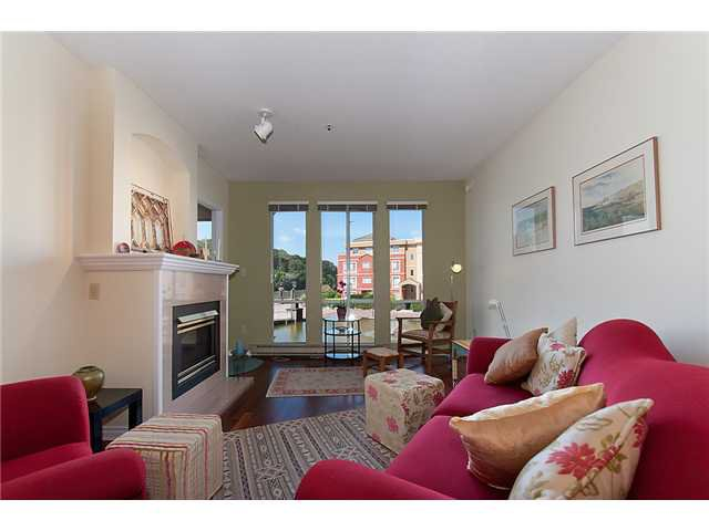 """Photo 4: Photos: # 204 2 RENAISSANCE SQ in New Westminster: Quay Condo for sale in """"THE LIDO"""" : MLS®# V1018101"""