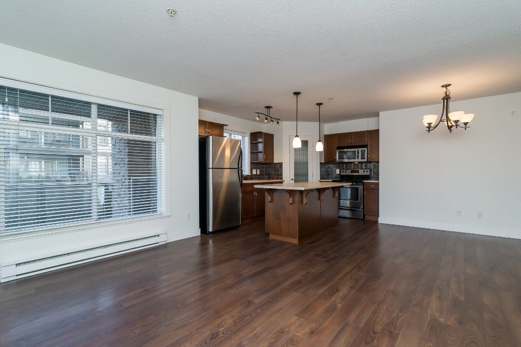 Photo 8: Photos: 202-2038 Sandalwood Cres in Abbotsford: Central Abbotsford Condo for rent