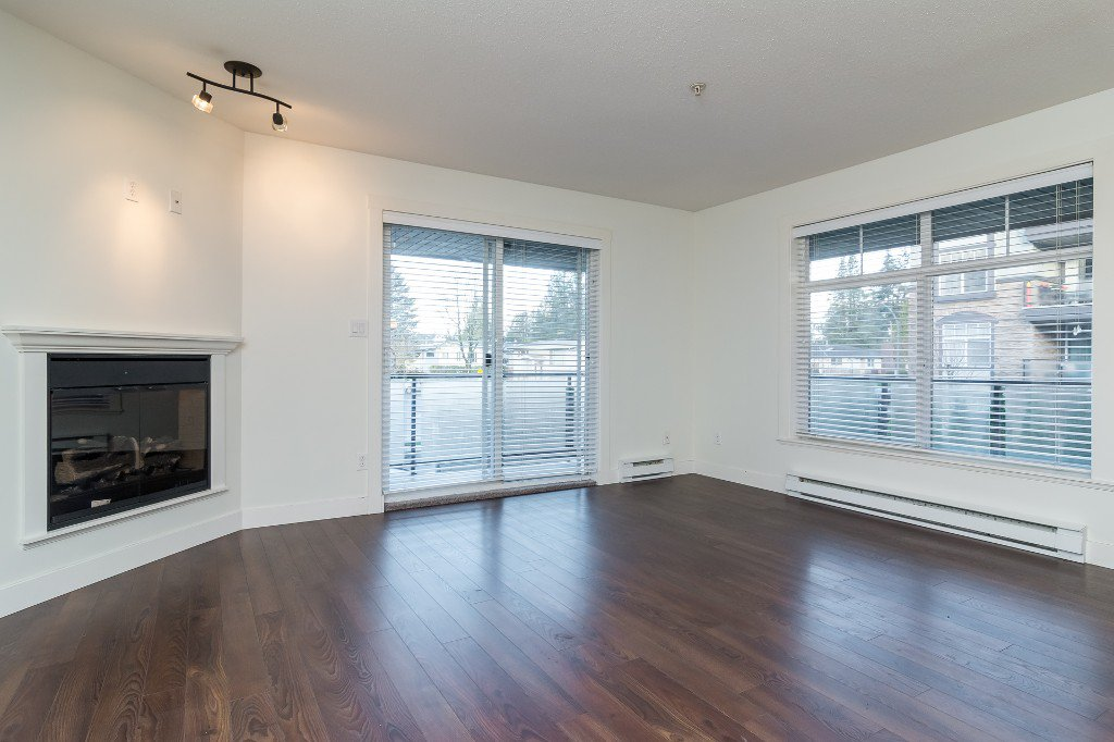 Photo 7: Photos: 202-2038 Sandalwood Cres in Abbotsford: Central Abbotsford Condo for rent