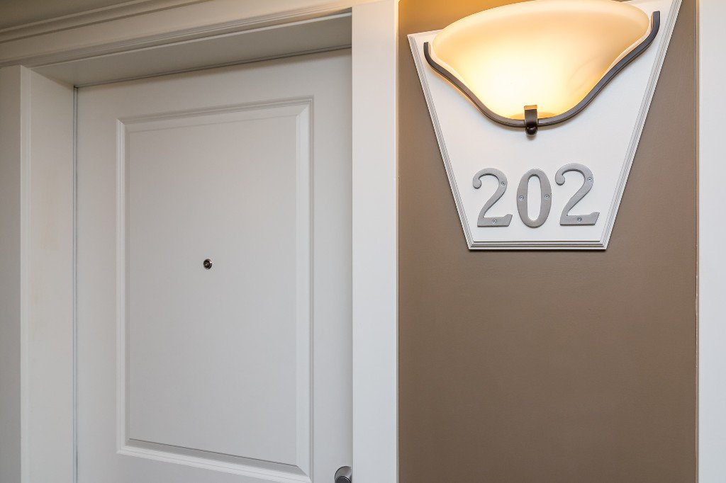 Photo 5: Photos: 202-2038 Sandalwood Cres in Abbotsford: Central Abbotsford Condo for rent