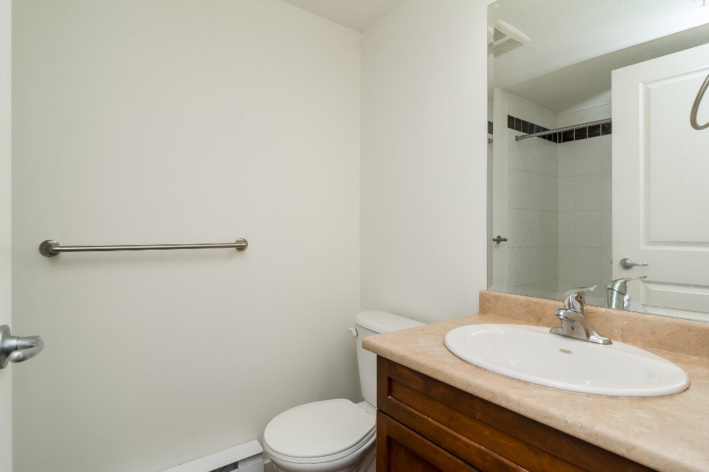 Photo 17: Photos: 202-2038 Sandalwood Cres in Abbotsford: Central Abbotsford Condo for rent