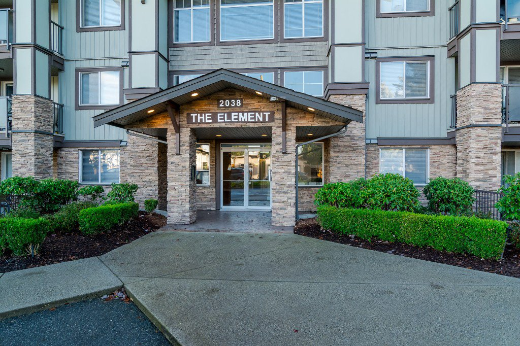 Photo 3: Photos: 202-2038 Sandalwood Cres in Abbotsford: Central Abbotsford Condo for rent