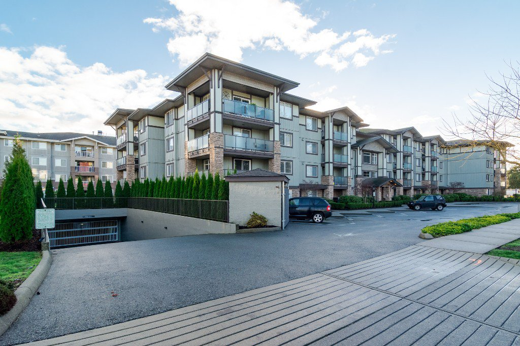 Photo 2: Photos: 202-2038 Sandalwood Cres in Abbotsford: Central Abbotsford Condo for rent