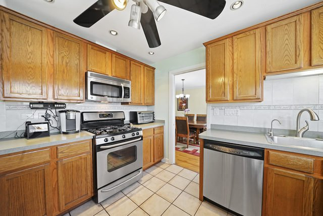 Photo 6: Photos: 2844 Ruby Street: Franklin Park Single Family Home for sale ()  : MLS®# MRD10708541