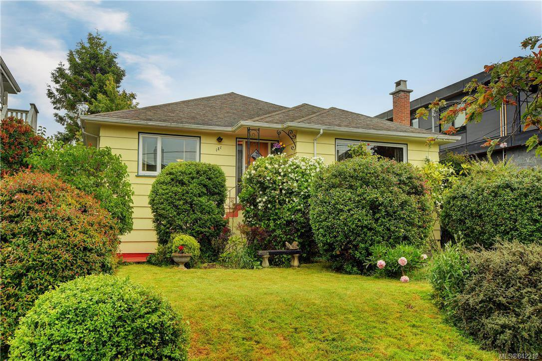 Main Photo: 121 Howe St in Victoria: Vi Fairfield West Single Family Detached for sale : MLS®# 842212