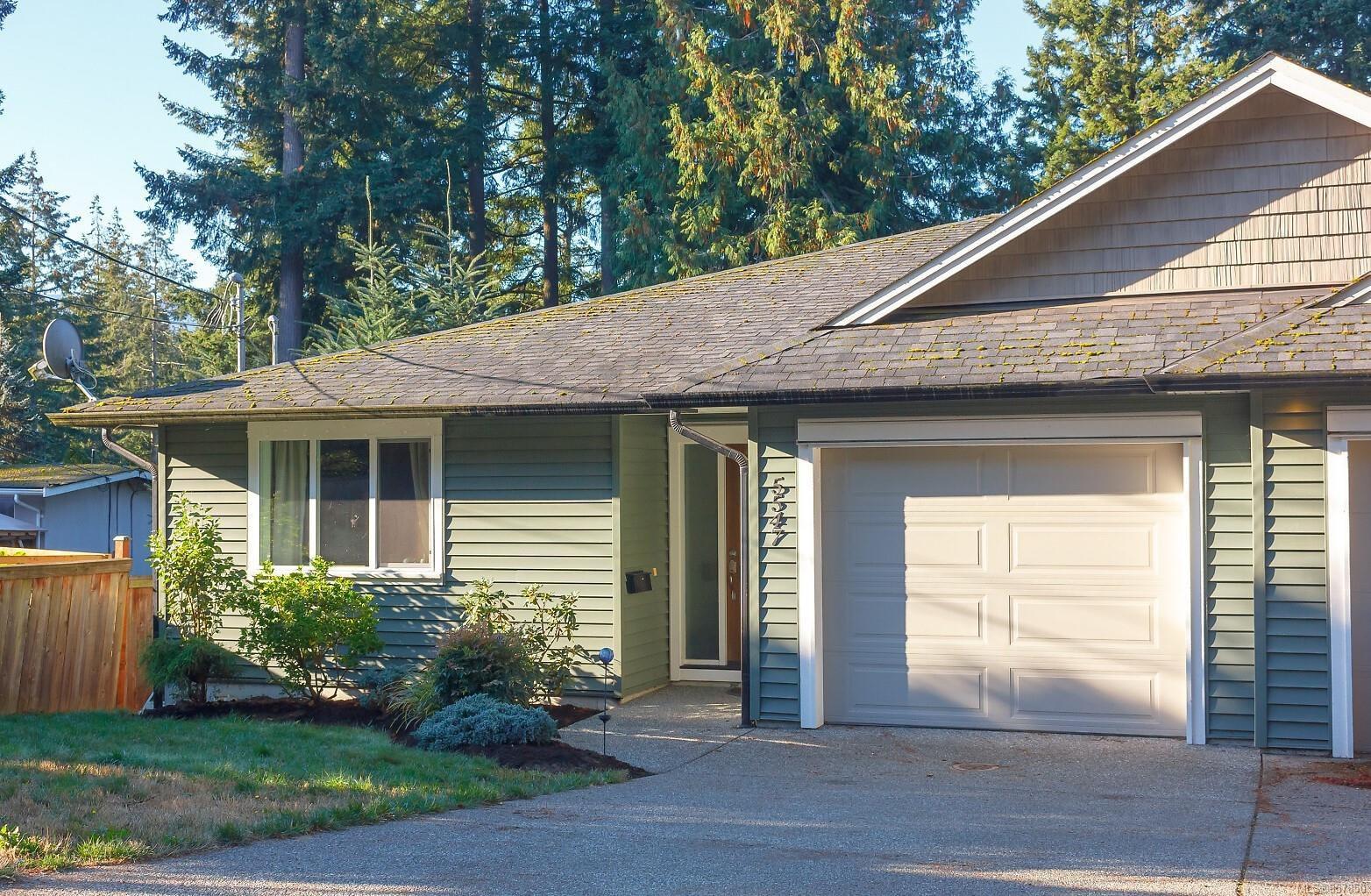 Main Photo: 5547 Big Bear Ridge in : Na Pleasant Valley Half Duplex for sale (Nanaimo)  : MLS®# 857850