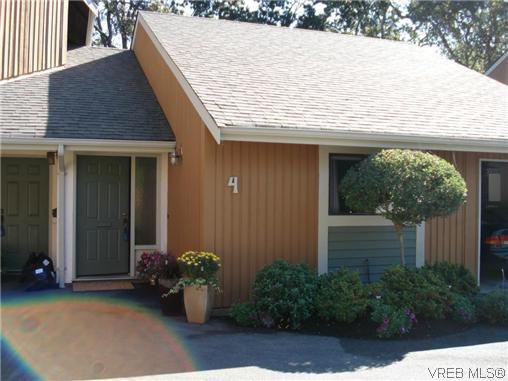 Main Photo: 4 4041 Saanich Rd in VICTORIA: SE High Quadra Row/Townhouse for sale (Saanich East)  : MLS®# 618278