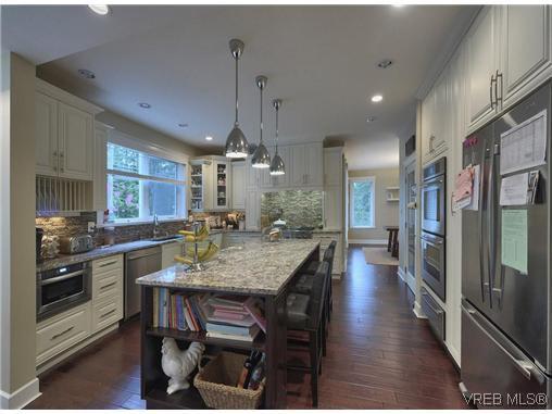Main Photo: 710 Red Cedar Crt in VICTORIA: Hi Western Highlands House for sale (Highlands)  : MLS®# 629674
