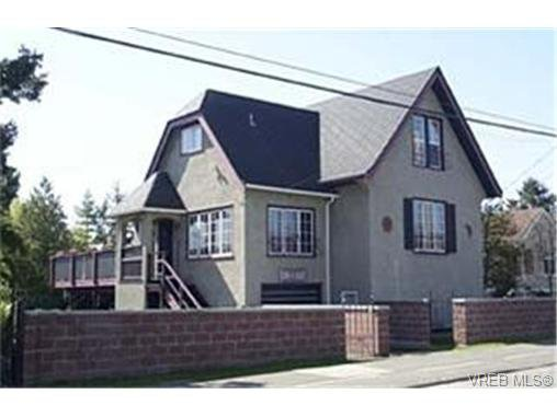 Main Photo: 1235 Lyall St in VICTORIA: Es Saxe Point House for sale (Esquimalt)  : MLS®# 334233
