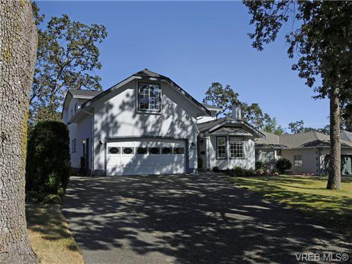 Main Photo: 1553 Eric Rd in VICTORIA: SE Mt Doug House for sale (Saanich East)  : MLS®# 679372