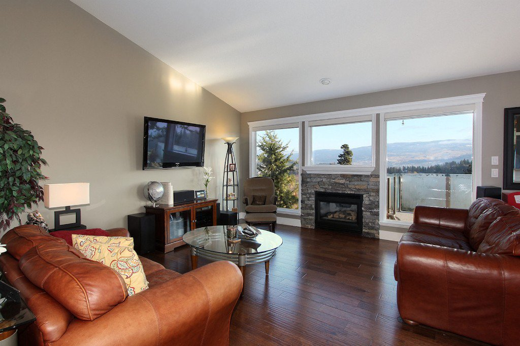 Main Photo: 2383 Silver Place in KELOWNA: Dilworth Mountain Agriculture for sale (Kelowna, B.C.)