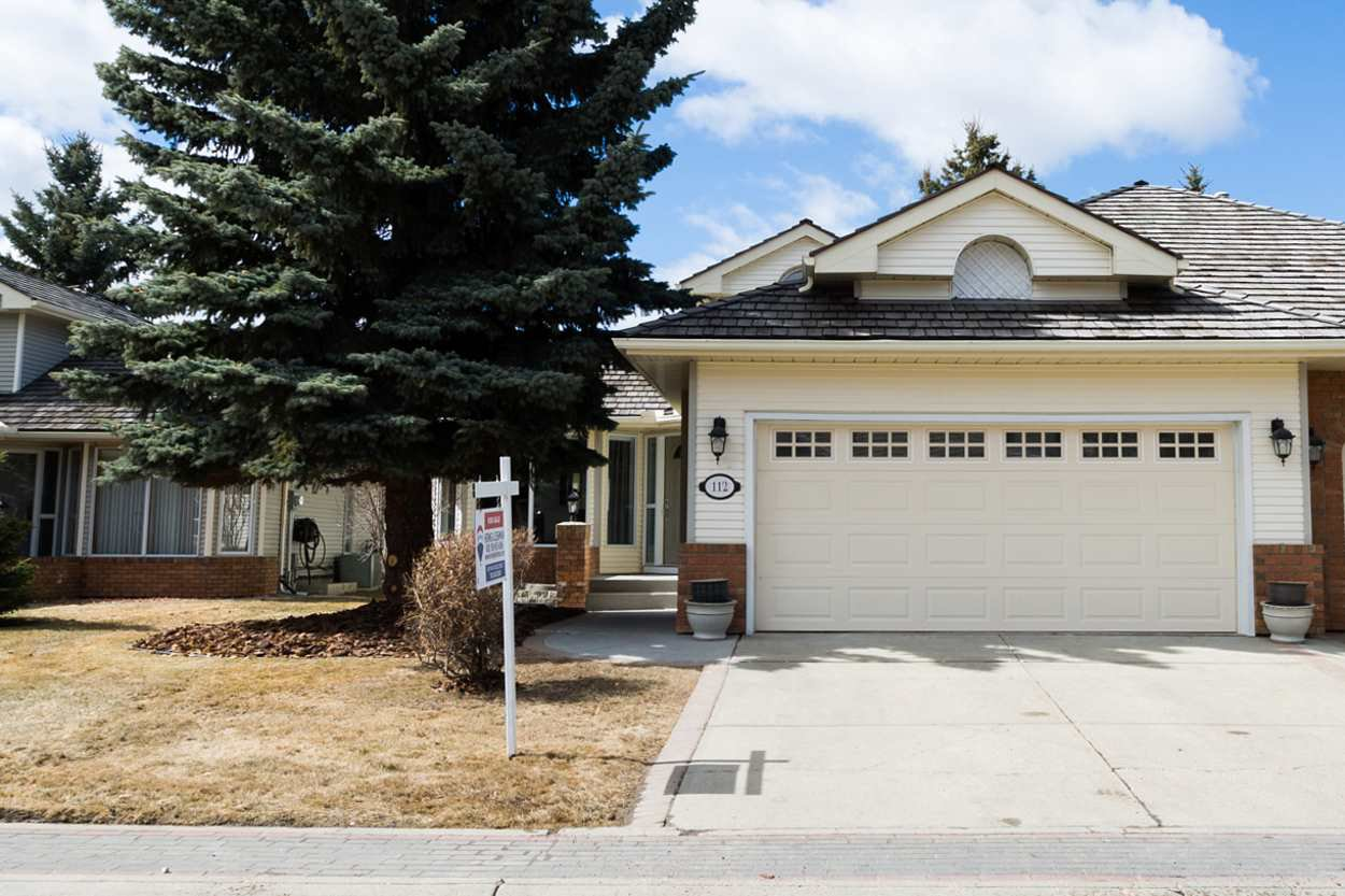 Main Photo: 112 COUNTRY CLUB PL NW in Edmonton: Zone 22 House Half Duplex for sale