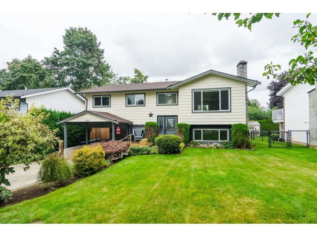 Main Photo: 3826 BALSAM Crescent in Abbotsford: Central Abbotsford House for sale : MLS®# R2407046