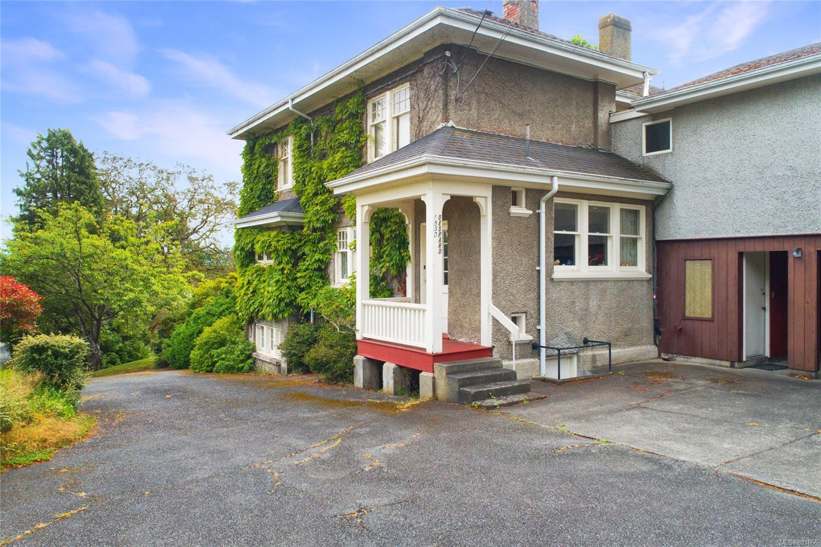 Main Photo: 1530 Despard Ave in : Vi Rockland House for sale (Victoria)  : MLS®# 851866