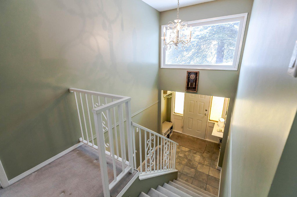 Photo 5: Photos: 6163 172 Street in Surrey: Cloverdale BC House for sale (Cloverdale)  : MLS®# R2137585
