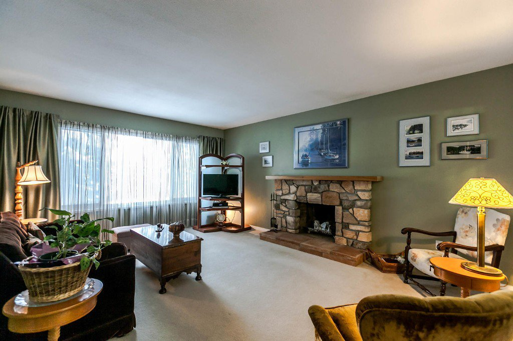 Photo 7: Photos: 6163 172 Street in Surrey: Cloverdale BC House for sale (Cloverdale)  : MLS®# R2137585