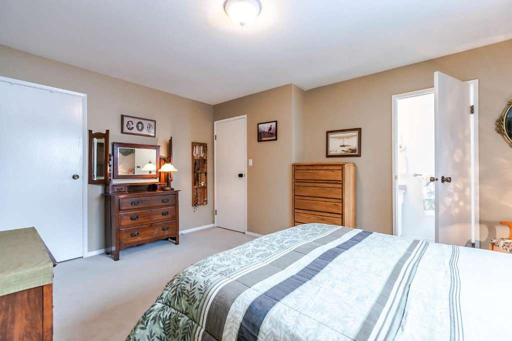 Photo 19: Photos: 6163 172 Street in Surrey: Cloverdale BC House for sale (Cloverdale)  : MLS®# R2137585