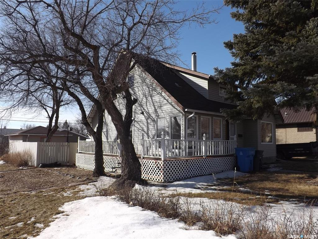 Main Photo: 802 Henry Street in Estevan: Residential for sale : MLS®# SK803393