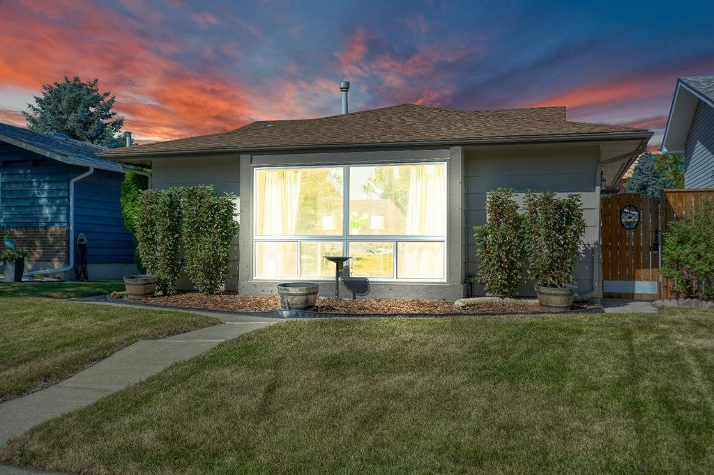 Main Photo: 175 MIDBEND Crescent SE in Calgary: Midnapore Detached for sale : MLS®# A1032788