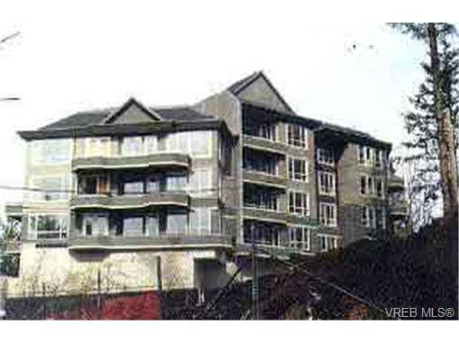 Main Photo: 203 940 Boulderwood Rise in VICTORIA: SE Broadmead Condo Apartment for sale (Saanich East)  : MLS®# 292160