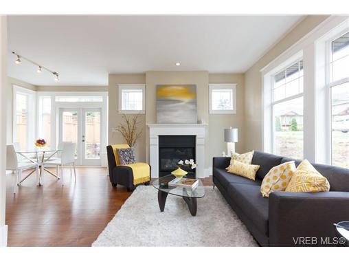 Main Photo: B 7886 Wallace Dr in SAANICHTON: CS Saanichton Half Duplex for sale (Central Saanich)  : MLS®# 679921